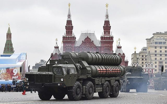 The Russian S-400 missile defense system during a Victory Day military parade in Moscow's Red Square, on May 9, 2017. (AFP Photo/Natalia Kolesnikova)