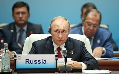 Russian President Vladimir Putin attends the Dialogue of Emerging Market and Developing Countries on the sidelines of the 2017 BRICS Summit in Xiamen, southeastern China's Fujian Province, September 5, 2017. (AFP/POOL/WU HONG)