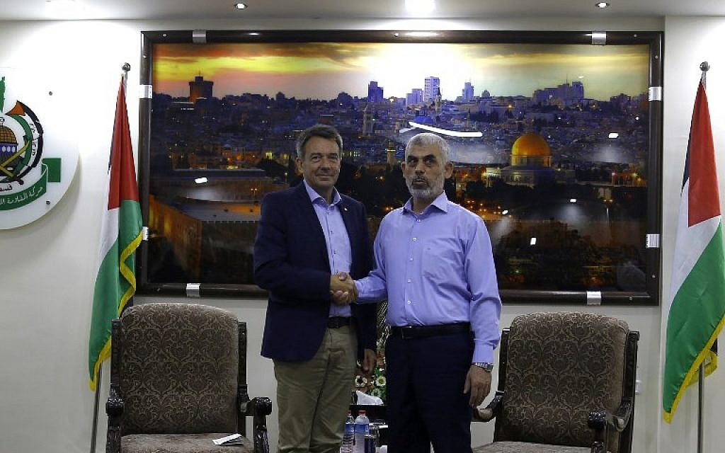 The president of the International Committee of the Red Cross, Peter Maurer left, shakes hands with Hamas chief in Gaza Yahya Sinwar following a meeting in Gaza City, September 5, 2017. (AFP/MOHAMMED ABED)