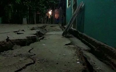 A video grab made from AFPTV footage shows damage to a building in Minatitlan, Mexico, on September 8, 2017 after a powerful 8.2-magnitude earthquake rocked Mexico late on September 7. (AFP PHOTO / AFPTV / Carlos SANTOS AND Lizbeth CUELLO)