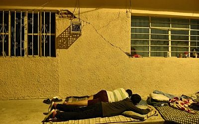 People sleep on the street following the 8.2-magnitude earthquake that hit Mexico's Pacific coast in Juchitan de Zaragoza, state of Oaxaca, September 8, 2017. (AFP/Pedro Pardo)