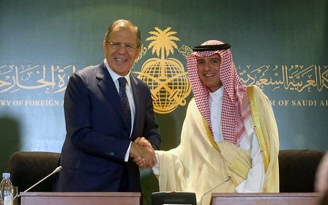 Saudi Foreign Minister Adel al-Jubeir (R) shakes hands with his Russian counterpart Sergey Lavrov following a press conference at the ministry headquarters in Jeddah on September 10, 2017. (AFP Photo/Stringer)