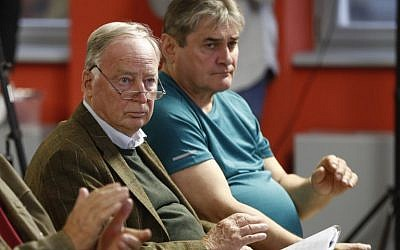 Top candidate of Germany's anti-Islam, anti-immigration AfD party for upcoming general elections, Alexander Gauland (C), attends an election campaign event in Frankfurt/Oder, eastern Germany, on September 11, 2017. (AFP/Odd Andersen)