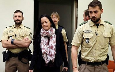 SUrviving member of neo-Nazi gang Beate Zschaepe (2nd L) arrives at a courtroom on September 12, 2017 in Munich, southern Germany. (AFP PHOTO / dpa / Matthias Schrader)