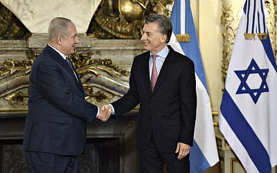 Israeli Prime Minister Benjamin Netanyahu, left, shakes hands with Argentina's President Mauricio Macri before a working meeting at the Casa Rosada presidential house in Buenos Aires on September 12, 2017.  (AFP / JUAN MABROMATA)
