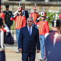 Prime Minister Benjamin Netanyahu, center, during his welcoming ceremony at Narino presidential palace in Bogota, on September 13, 2017. (AFP/Raul Arboleda)