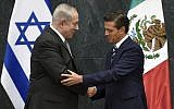 Israeli Prime Minister Benjamin Netanyahu  shakes hands with Mexican President Enrique Pena Nieto, at the Los Pinos Residence in Mexico City, on September 14, 2017. (AFP/ ALFREDO ESTRELLA)