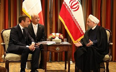 France's President Emmanuel Macron (L) meets with his Iranian counterpart Hassan Rouhani (R) in New York on September 18, 2017, as world leaders gathered in the United States for the UN General Assembly. (AFP PHOTO / LUDOVIC MARIN)