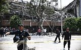 Police officers cordon off a street after a building collapsed during a quake in Mexico City on September 19, 2017. (AFP Photo/Ronaldo Schemidt)