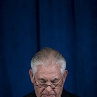 US Secretary of State Rex Tillerson pauses while speaking to the press at the Hilton Midtown about an earlier P5+1 meeting on the Iran Nuclear deal at the United Nations headquarters during the 72nd United Nations General Assembly on September 20, 2017 in New York City. (AFP PHOTO / Brendan Smialowski)