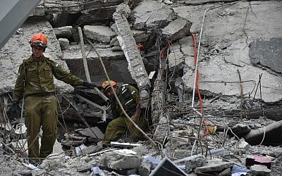 Rescuers from Israel take part in the search for survivors in a flattened building in Mexico City on September 21, 2017 two days after a strong quake hit central Mexico. (AFP/ Yuri CORTEZ)