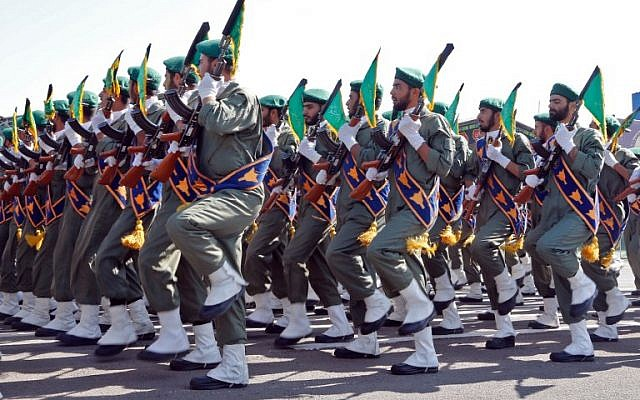 Iranian soldiers march during the annual military parade marking the anniversary of the outbreak of its devastating 1980-1988 war with Saddam Hussein's Iraq, on September 22,2017 in Tehran. (AFP/str)