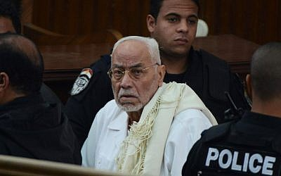 Egypt's former Muslim Brotherhood supreme guide Mohammed Mahdi Akef during his trial in Cairo, February 28, 2015 (AFP/Mohamed el-Shahed, File)
