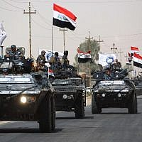 Iraqi forces advance on September 23, 2017 to recapture the insurgent stronghold of Hawija after retaking the nearby northern town of Sharqat from the Islamic State group on the second day of a new offensive. (AFP/ AHMAD AL-RUBAYE)