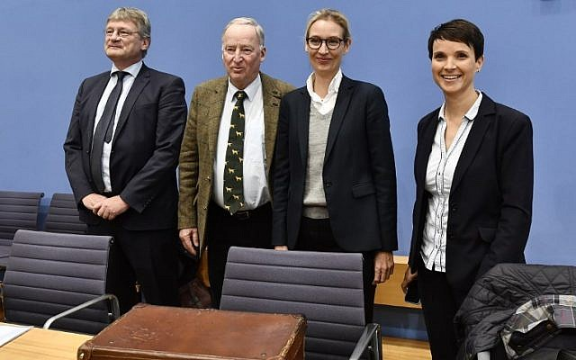 (L-R) Leadership members of the hard-right party AfD (Alternative für Deutschland) Joerg Meuthen, Alexander Gauland, Alice Weidel and Frauke Petry pose before addressing a press conference on the day after the German General elections on September 25, 2017 in Berlin.  AFP PHOTO/John MACDOUGALL)