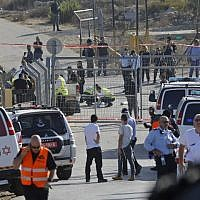 Israeli security forces and emergency personnel gather at the scene of a terror attack at the entrance to the settlement of Har Adar on September 26, 2017. (AFP Photo/ Menahem Kahana)