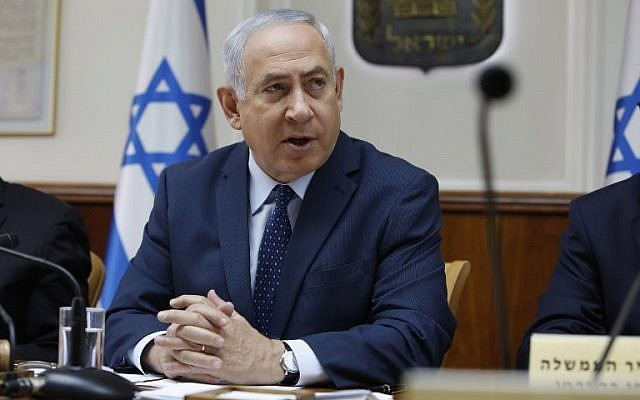 Prime Minister Benjamin Netanyahu opens the weekly cabinet meeting at the Prime Minister's Residence in Jerusalem on September 26, 2017. (AFP Photo/Pool/Gali Tibbon)