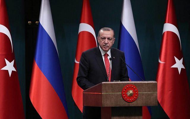 Turkish President Recep Tayyip Erdogan addresses a press conference in Ankara on September 28, 2017. (AFP PHOTO / ADEM ALTAN)