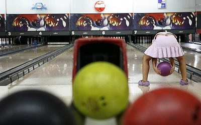 A young girl bowling in Jerusalem on Saturday 12. 2006. (Nati Shohat/Flash90)