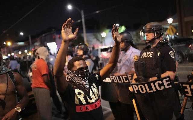Demonstrators confront police while protesting the acquittal of former police officer Jason Stockley in St. Louis, September 16, 2017. (Anthony Lamar Smith. Scott Olson/Getty Images/AFP)