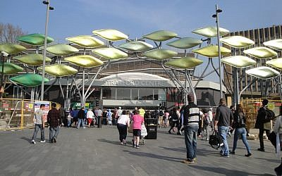 Stratford Centre in London in 2012. (CC BY-SA Simon Haytack, Flickr)