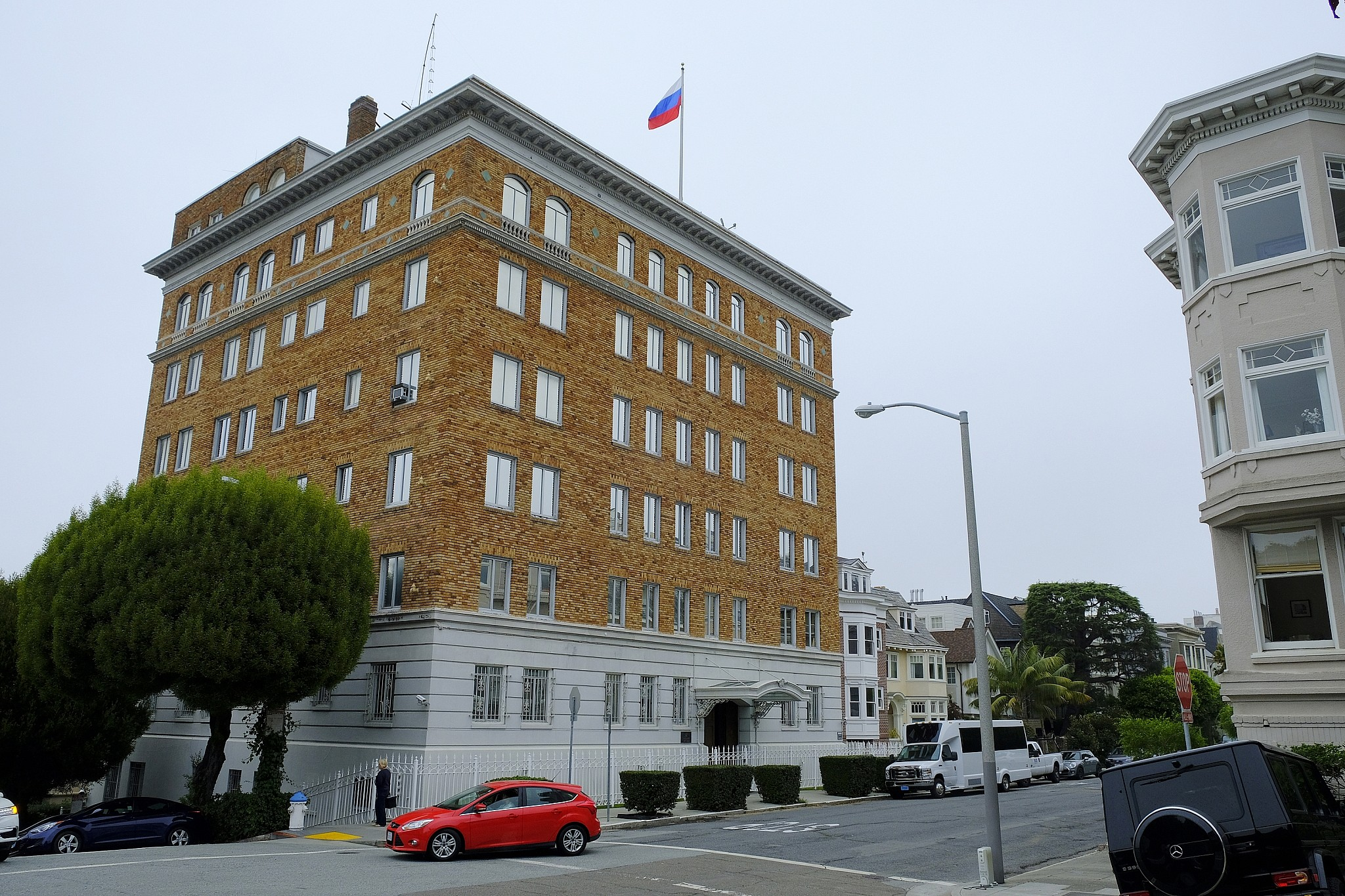 Smoke pours from russian consulate chimney in san for The consulate