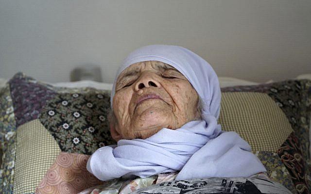 106-year old Afghan refugee Bibihal Uzbeki lies in bed in Hova, Sweden, September 3, 2017. (AP Photo/David Keyton)