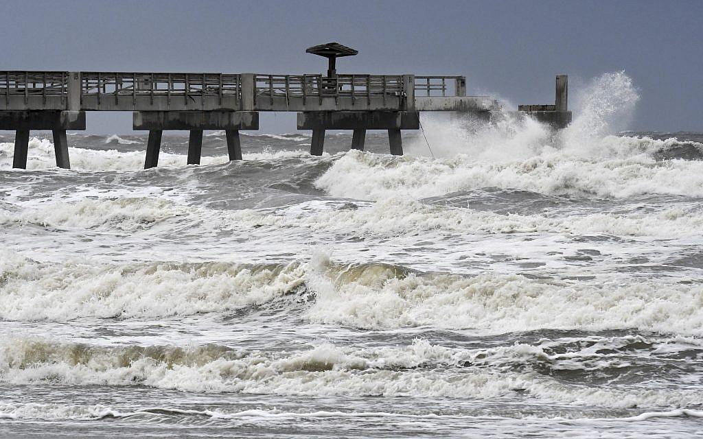 Waves crash on the Jacksonville Beach Fishing Pier in  Jacksonville Beach, Florida, as Hurricane Irma approaches Florida on September 9, 2017. (Bob Mack/The Florida Times-Union via AP)