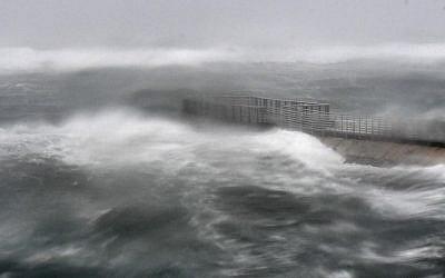 A rough surf surrounds Boynton Beach inlet as Hurricane Irma hits in Boynton Beach, Florida. (Jim Rassol/South Florida Sun-Sentinel via AP)
