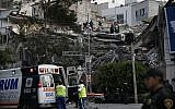 Rescue workers and volunteers search a building that collapsed after an earthquake in the Roma Norte neighborhood of Mexico City, Tuesday, September 19, 2017.  (AP Photo/Marco Ugarte)