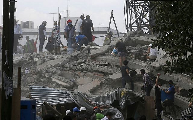 Volunteers search a building that collapsed after an earthquake, in the Roma neighborhood of Mexico City, Tuesday, September 19, 2017. (AP/Eduardo Verdugo)
