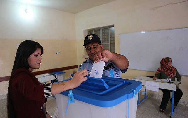 An Iraqi Kurdish policeman casts his ballot during the referendum on independence from Iraq in Irbil, Iraq, September 25, 2017. (AP/Khalid Mohammed)