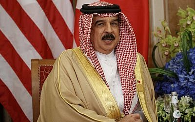 Bahrain's King Hamad bin Isa Al Khalifa speaks during a meeting with US President Donald Trump, May 21, 2017, in Riyadh. (AP Photo/Evan Vucci)