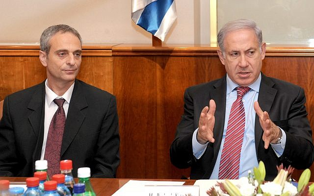 Prime Minister Benjamin Netanyahu (R) meets with former minister and World Chair of Keren Hayesod, Eliezer Sandberg, at the Prime Minister's Office in Jerusalem, October 24, 2010. (Amos Ben GershomGPO)