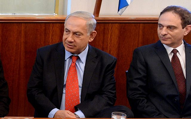 Eliezer Zandberg, right, along with Prime Minister Benjamin Netanyahu at a ceremony at the Prime Minister's Office in Jerusalem in 2013. GPO)