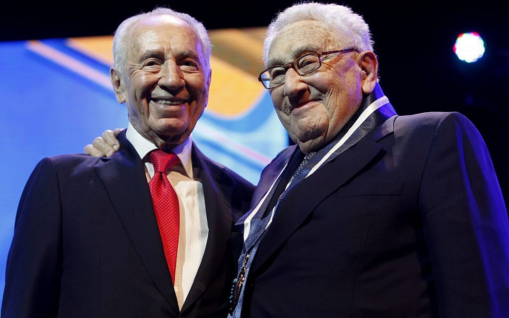 Shimon Peres (L) awards former American Foreign Minister Henry Kissinger with Israel's Presidential Award of Distinction, at the opening ceremony of the annual Israeli Presidential Conference in Jerusalem on June 19, 2012. (Miriam Alster/Flash90)