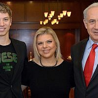 Israeli Prime Minister Benjamin Netanyahu, right, his wife Sara (c) and their son Yair during a meeting with Dutch Prime Minister Mark Rutte (not pictured) at Netanyahu's official residence in Jerusalem on December 8, 2013. (Haim Zach/GPO/Flash90)