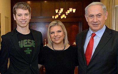 Israeli Prime Minister Benjamin Netanyahu, right, his wife Sara (c) and their son Yair during a meeting with  Dutch Prime Minister Mark Rutte, not pictured, at Netanyahu's official residence in Jerusalem on December 8, 2013. (Haim Zach/GPO/Flash90)