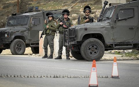 Illustrative: Border Police officers guard a checkpoint in the West Bank on January 26, 2017. (Wisam Hashlamoun/Flash90)