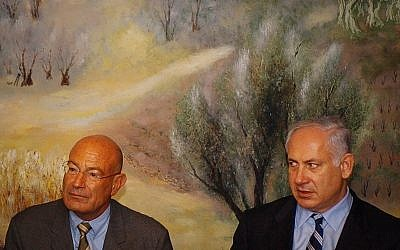 Arnon Milchan, left, and Benjamin Netanyahu attend a press conference at the Knesset in Jerusalem on March 28, 2005. (Flash90/File)