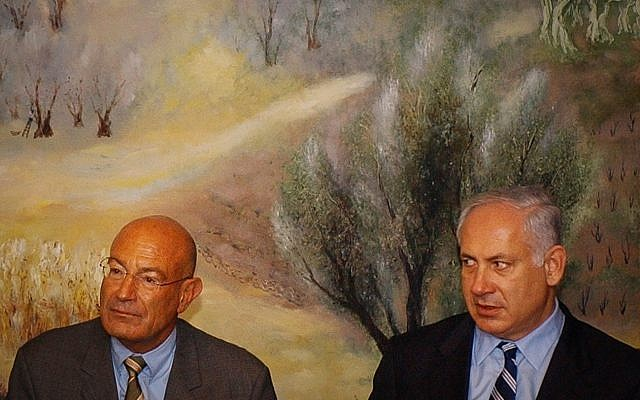 Arnon Milchan (L) and Benjamin Netanyahu attend a press conference at the Knesset in Jerusalem on March 28, 2005. (Flash90)