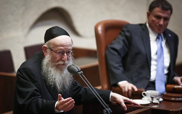 Health Minister Yaakov Litzman speaks at the Israeli parliament in Jerusalem during a special session on September 18, 2017. (Miriam Alster/Flash90)