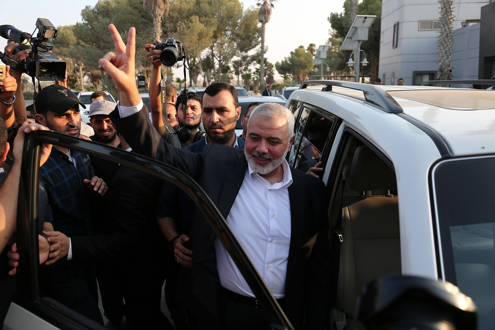 Hamas invites Palestinian Authority to control Gaza 'unimpeded'