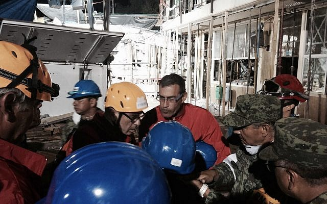 Rescuers from Mexico and Israel search for survivors on September 22, 2017, 3 days after a strong quake hit central Mexico (iAid)