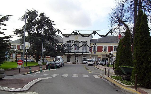 Livry-Gargan Town Hall in the suburbs of Paris. (Marianna/Wikipedia)