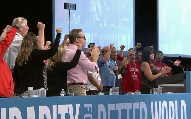 Delegates at Unifor Canadian Council, for Canada's largest private sector union, cheer on August 23, 2017. (Screen capture: YouTube)
