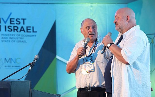 Israeli entrepreneur Yossi Vardi (L) speaks to Amazon's Werner Vogels during an Invest in Israel event aat DLD Tel Aviv, September 6, 2017. (Courtesy)