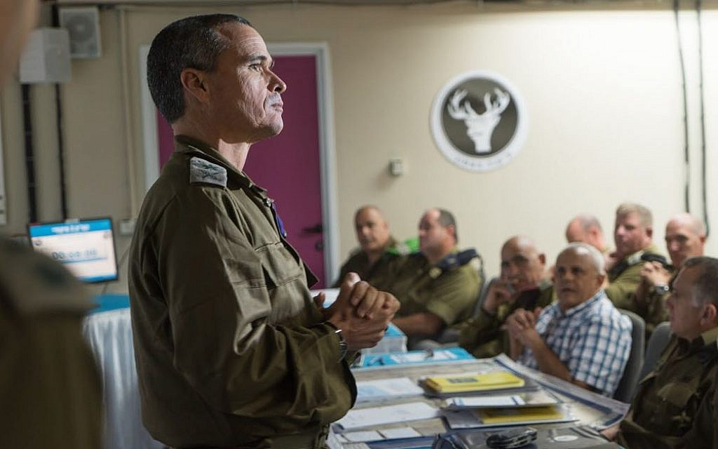The head of the IDF Northern Command, Maj. Gen. Yoel Strick, speaks to senior officers ahead of the 'Light of the Grain' exercise, the army's largest in 20 years, on September 4, 2017. (Israel Defense Forces)