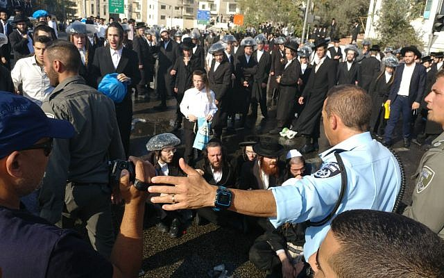 Ultra-Orthodox protesters demonstrating in Jerusalem against a court ruling that rejected legislation deferring mandatory conscription into the Israel Defense Forces, September 17, 2017. (Israel Police)