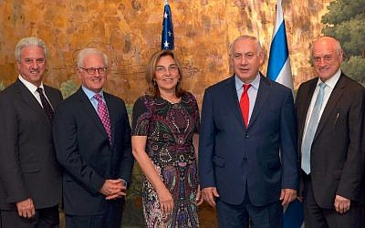 Prime Minister Netanyahu meets with senior leaders of the US Jewish community in New York, September 17, 2017 (Avi Ohayun/GPO)